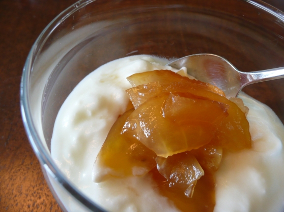 Apple preserve with yogurt
